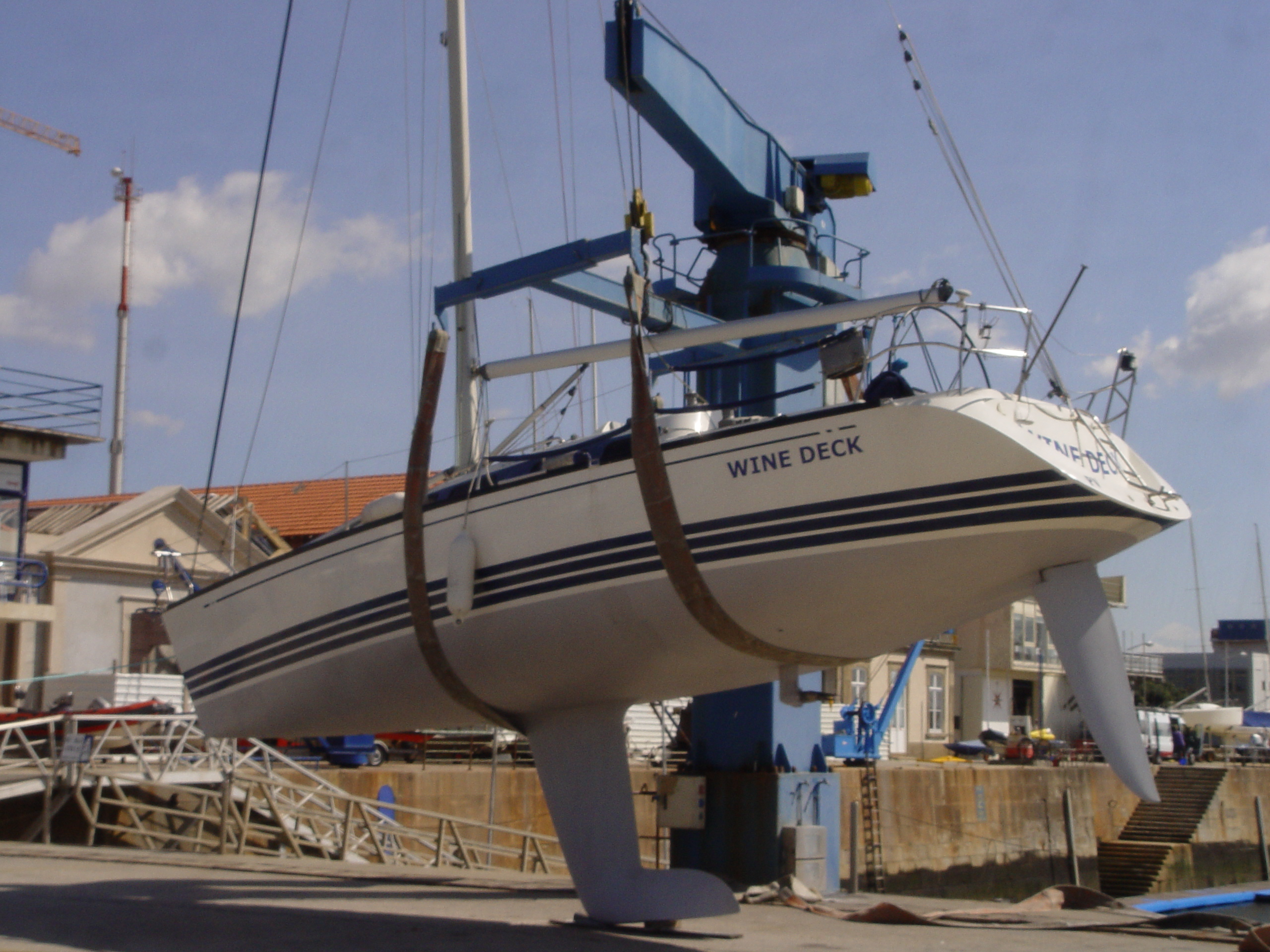 Boat maintenance at Marina Porto Atlântico